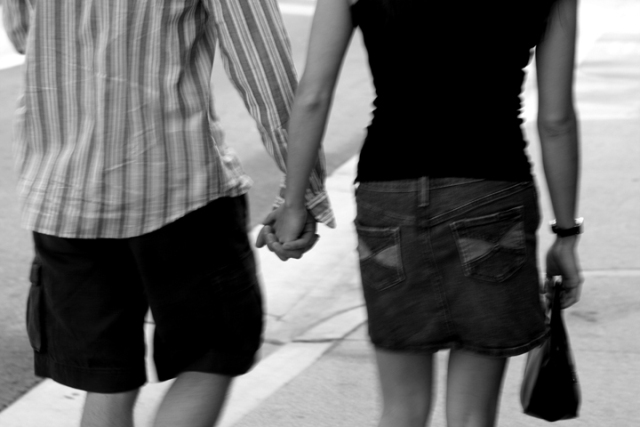 What do different ways of holding hands mean